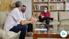 Pablo Iglesias reunido en su despacho con Mertxe Aizpuruay Oskar Matute. (Foto: Dani Gago / Vicepresidencia segunda del Gobierno)