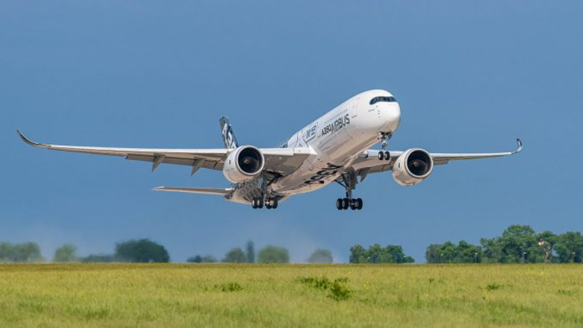 Bruselas urge a los países de la UE a reabrir el tráfico con Reino Unido para viajes esenciales y de suministro