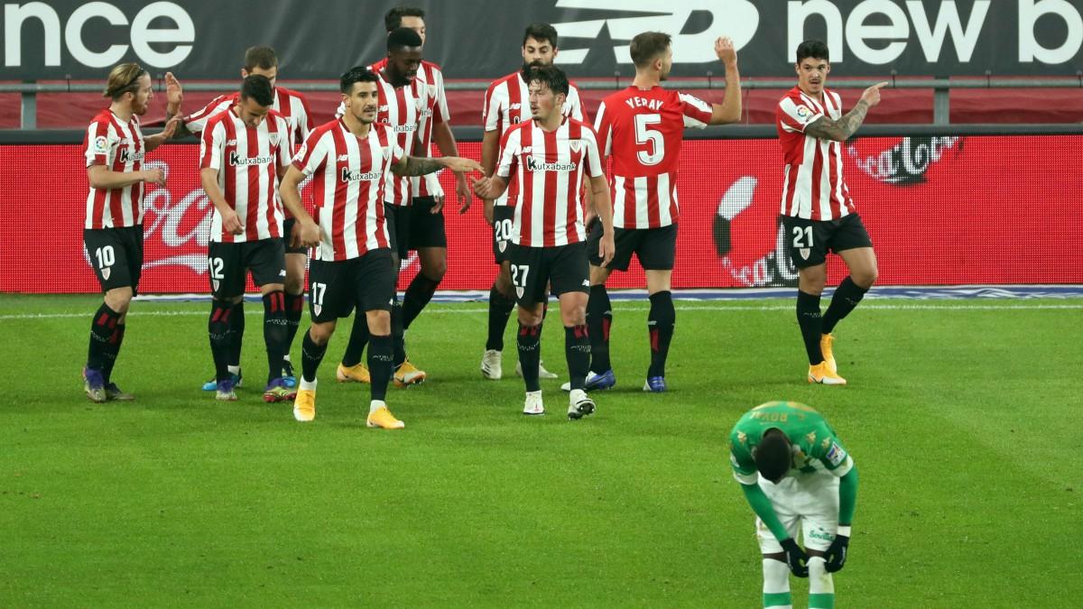 El Athletic celebra un gol ante el Betis. (EFE)
