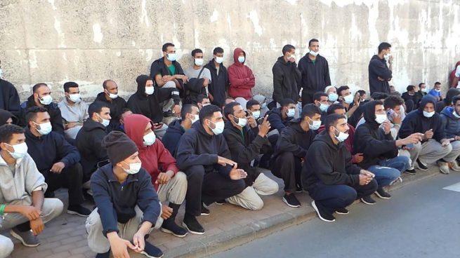 El Gobierno de Sánchez justifica los traslados ocultos de inmigrantes a Andalucía: «Es un hecho puntual»