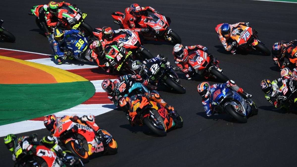 Los pilotos de MotoGP durante el GP de Portugal. (AFP)
