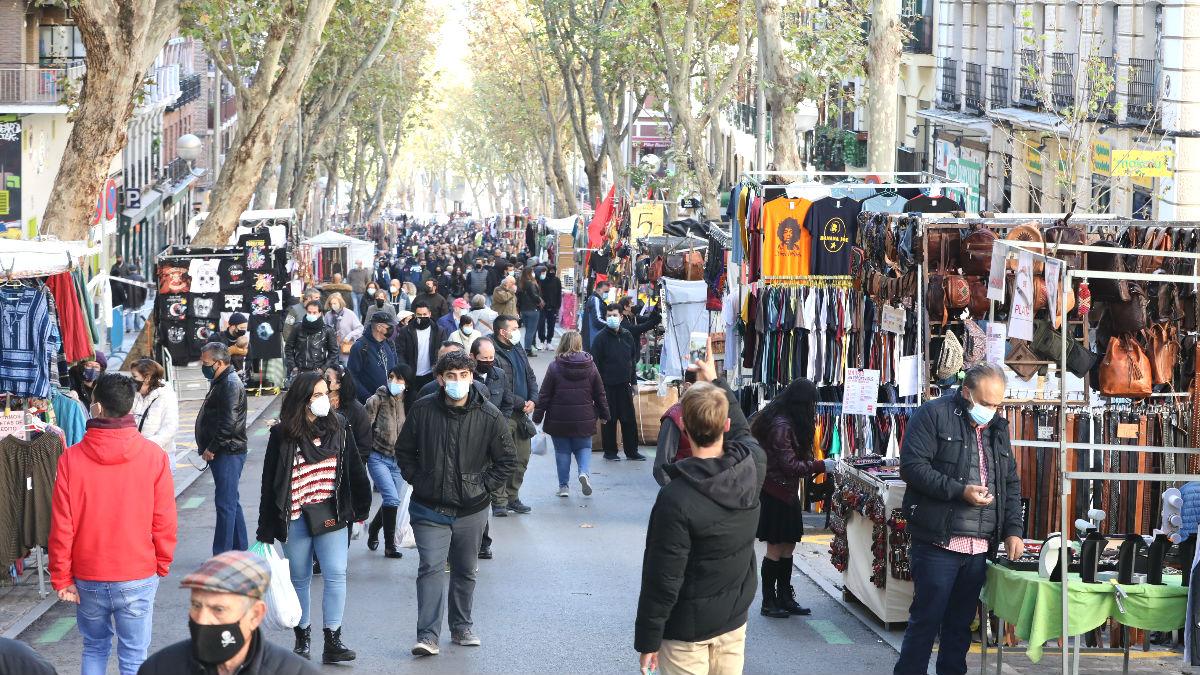Imagen del Rastro de Madrid durante su reapertura por la pandemia del coronavirus. (Foto: Europa Press)