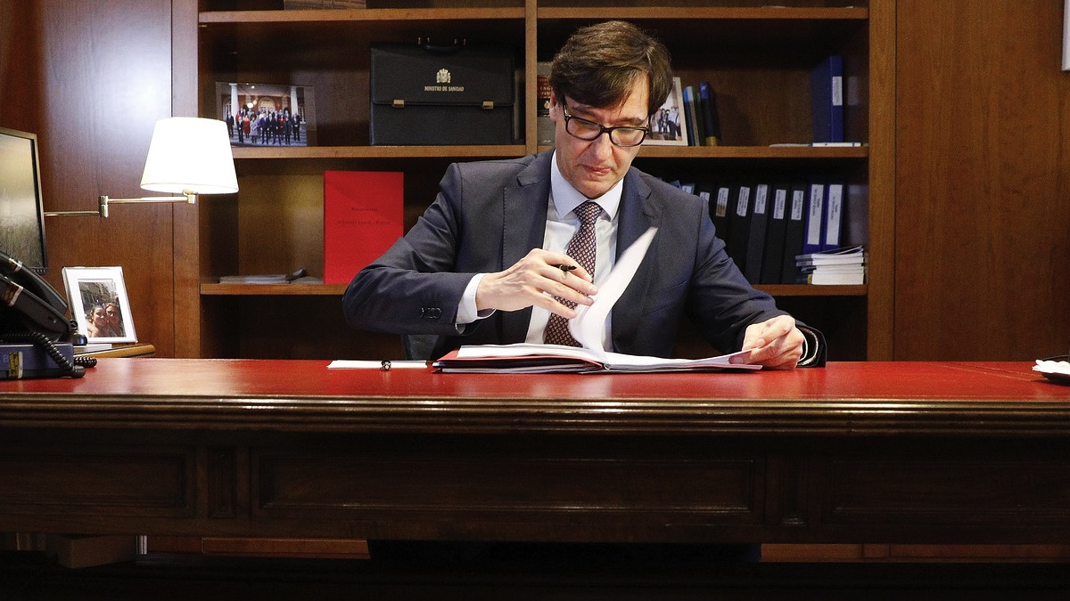 El ministro de Sanidad, Salvador Illa, en su despacho. (Foto: PSOE)