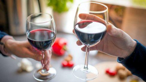El vino tinto está delicioso pero deja una manchas muy difíciles de quitar