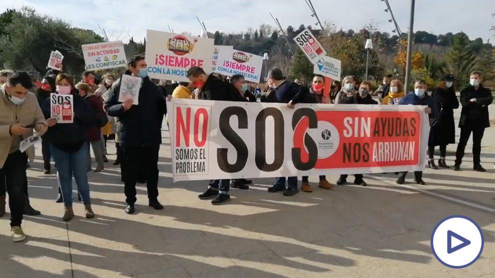 Miles de hosteleros se concentran en Valladolid contra las restricciones al grito de «queremos trabajar»