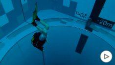 Polonia inaugura la piscina más profunda del mundo con más de 45 metros.