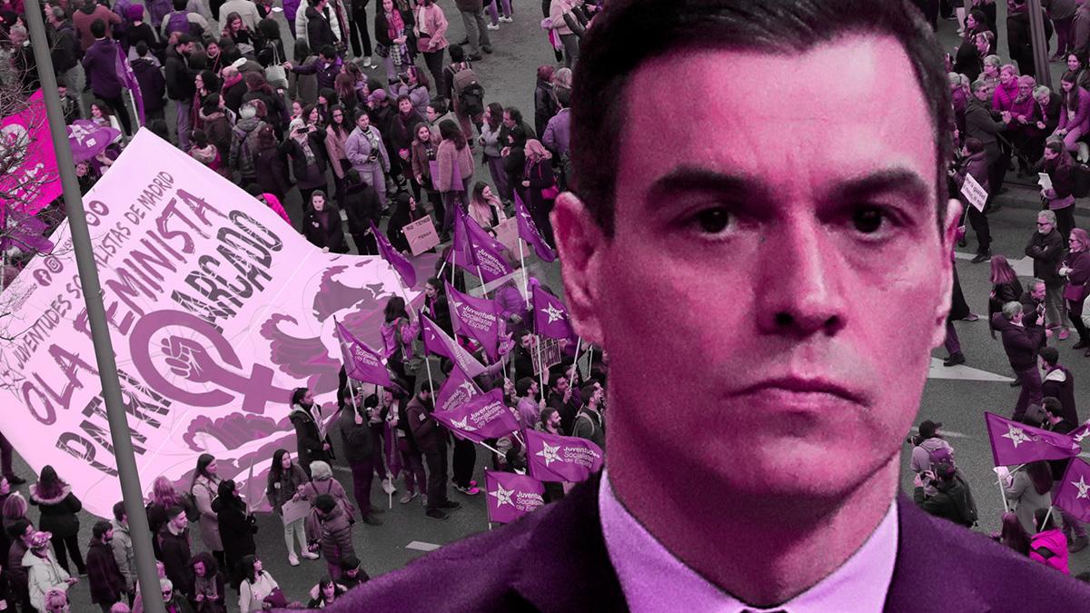 Pedro Sánchez y una marcha feminista.