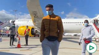¿Repatriaciones? Llegan a Málaga en avión 30 inmigrantes ilegales desde Gran Canaria.