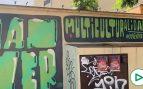 El socialista Espadas 'pintarrajea' Sevilla con grafitis de «Human Power» y «multiculturalidad»