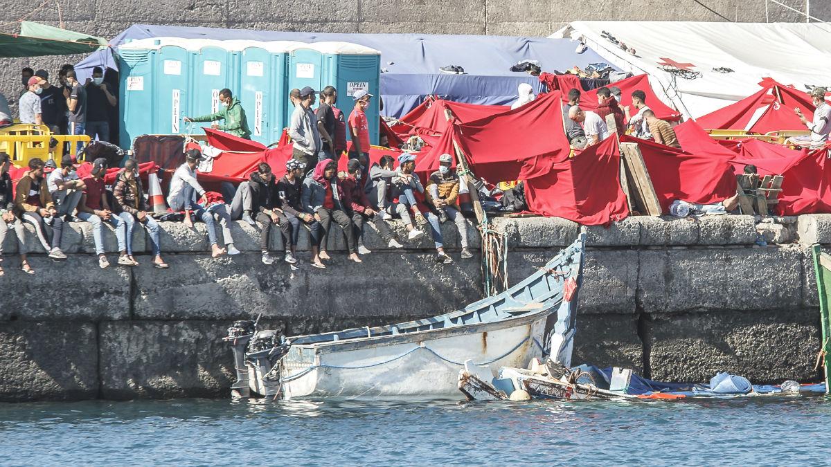 Uno de los cayucos con motor llegado al puerto de Arguineguin, Gran Canaria. (Foto: Europa Press)