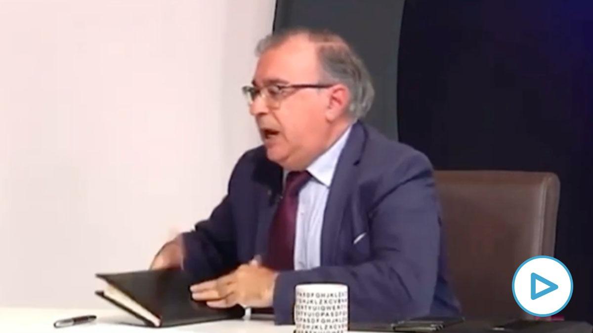 El cuñado de Page le tira una libreta a la portavoz del PP en Toledo en una tertulia televisiva.