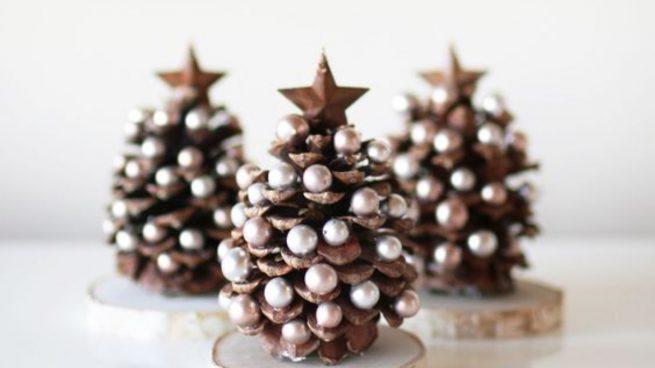 Cómo decorar el árbol de Navidad con materiales reciclados y low cost