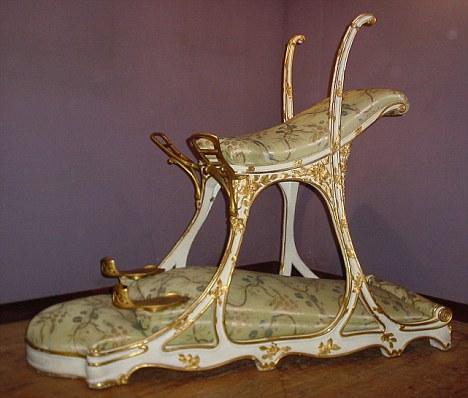 Eduardo VII creador de una silla para hacer el amor con dos mujeres a la vez y hombre de paz