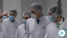 Pedro Sánchez durante la visita a los Laboratorios Rovi