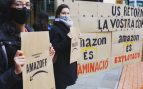 Activistas de Climacció protestan contra Amazon en Barcelona