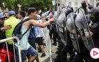 Cargas policiales en el velatorio de Maradona