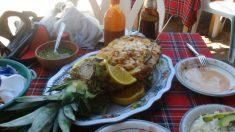 Receta de Piña rellena de pollo asado, cítricos y yogur
