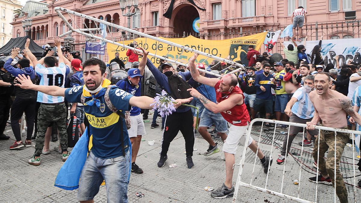 Argentina teme un rebrote de Covid tras la muerte de Maradona.