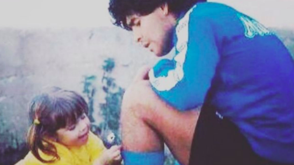 Diego Armando Maradona junto a Dalma, una de sus hijas. (@dalmamaradona)