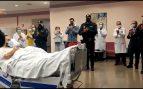 Sale del hospital entre aplausos el policía atropellado por los narcos en Algeciras hace tres meses
