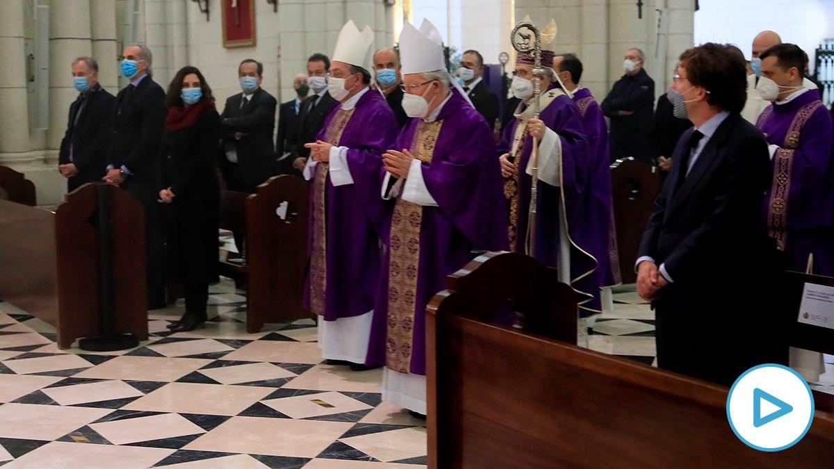 Isabel Díaz Ayuso y José Luis Martínez Almeida en el funeral de La Almudena