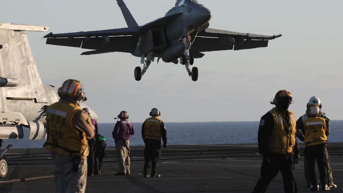 Fotografía tomada a bordo del portaviones estadounidense USS Nimtz. Foto: AFP