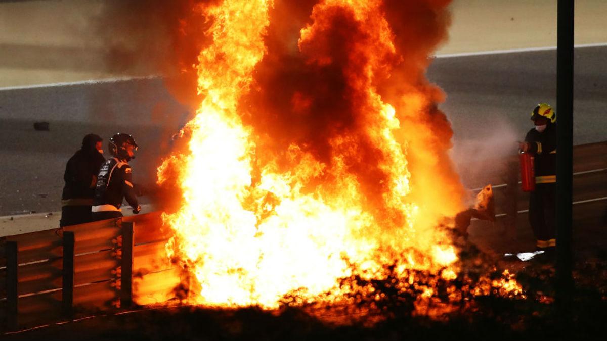 Grosjean escapa del fuego. (Getty)