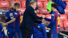 Koeman saluda a Messi durante el Barcelona-Osasuna. (AFP)