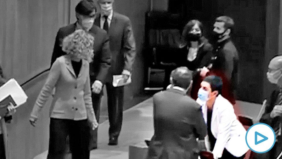 Acto de homenaje al ex ministro socialista Ernest Lluch con la presencia de la portavoz de Bildu, saludada por la presidenta del Congreso.