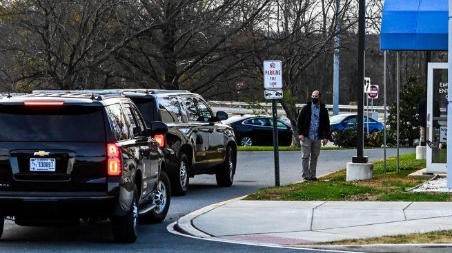 Joe Biden es llevado a la clínica para ser tratado (Foto: AFP)