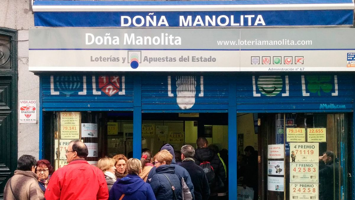 Doña Manolita reparte suerte: vende dos quintos premios del Sorteo de la Lotería de Navidad