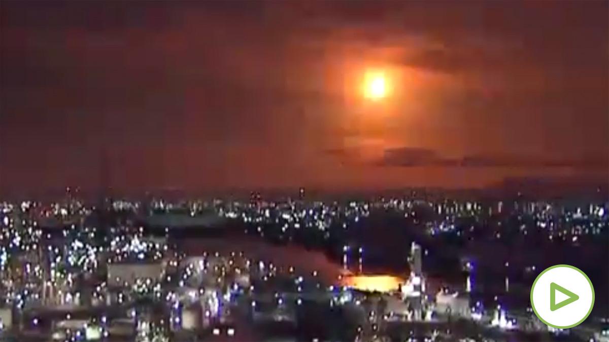 Un meteorito explota en el cielo de Japón tras cruzar la atmósfera.