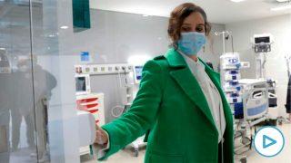 La presidenta de la Comunidad de Madrid, Isabel Díaz Ayuso durante su visita al interior de las instalaciones del nuevo hospital de Emergencias Enfermera Isabel Zendal que se ha inaugurado este martes. EFE/Chema Moya