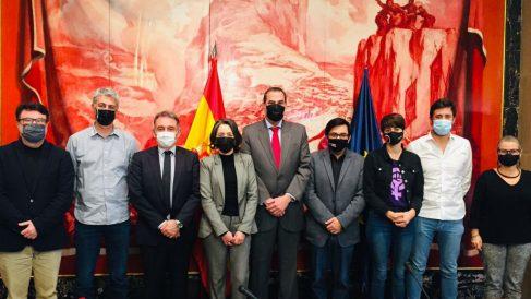 Diputados de Podemos, ERC y Bildu reunidos en el Congreso con los emisarios de Maduro. (Foto: @IzquierdaUnida)