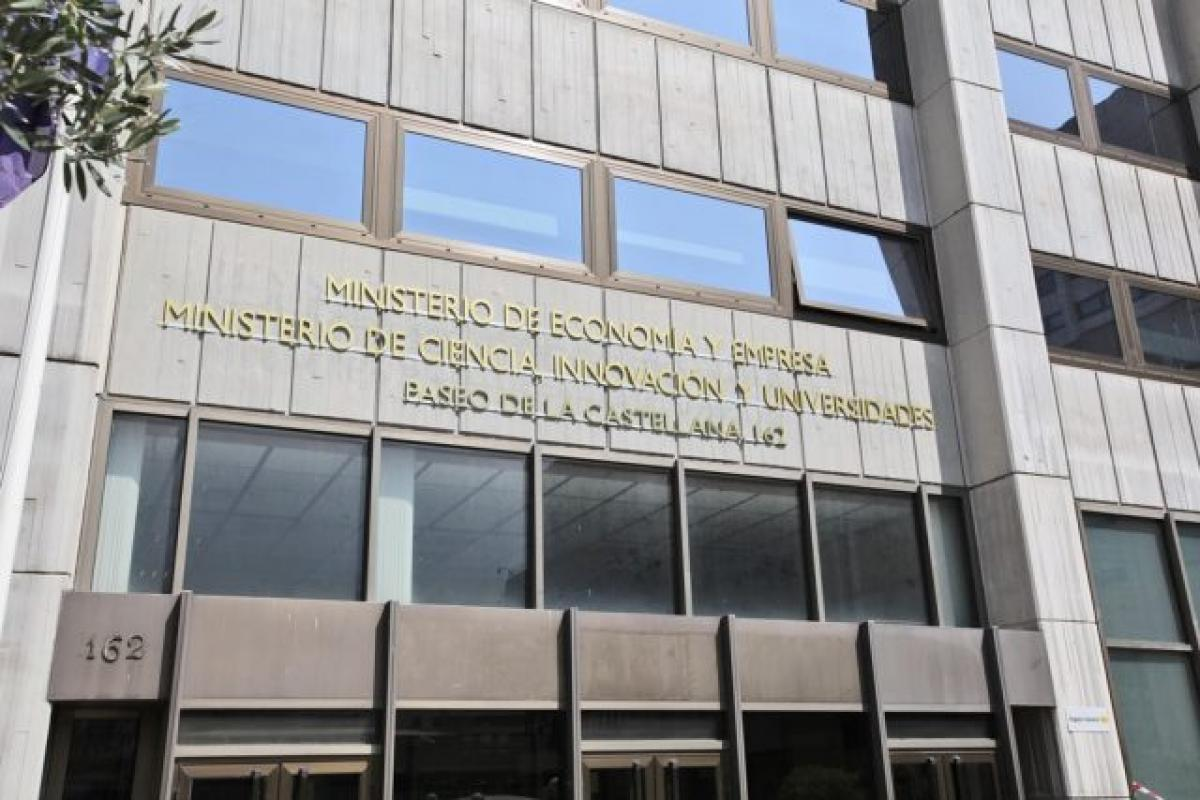 El ministro Castells riega con 40.000 € a los sindicatos de profesores para sus actos y viajes