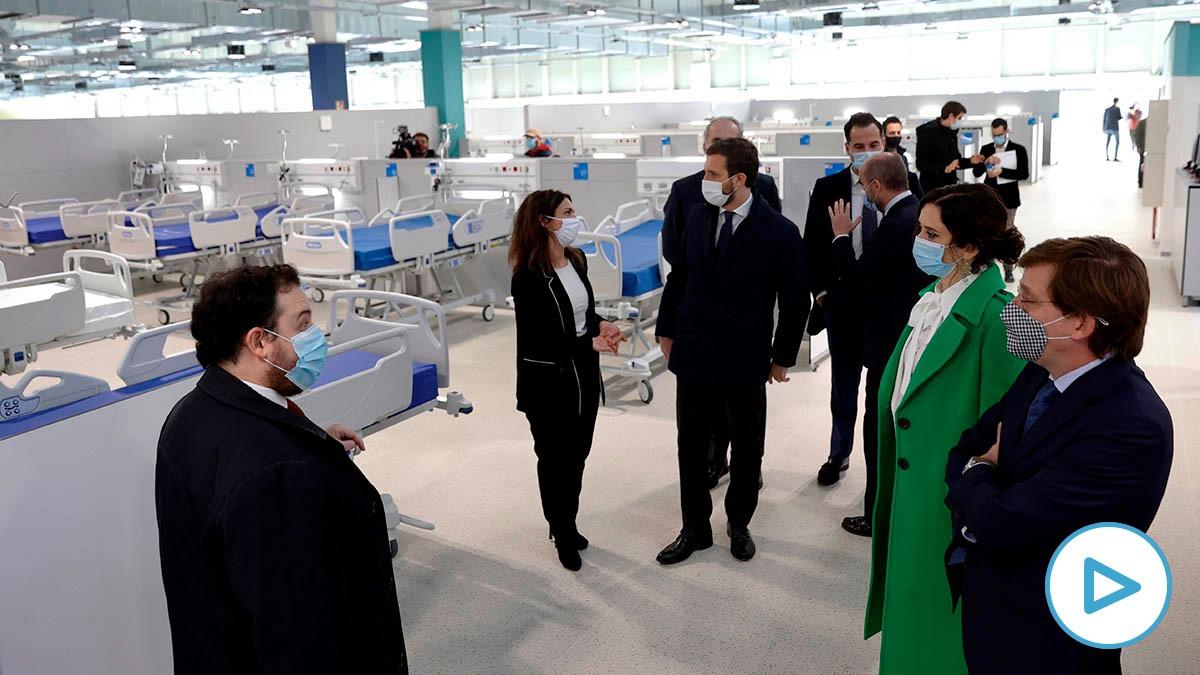 El alcalde de Madrid, José Luis Martínez Almeida, y la presidenta de la Comunidad de Madrid, Isabel Díaz Ayuso, durante la inauguración del Hospital Isabel Zendal.