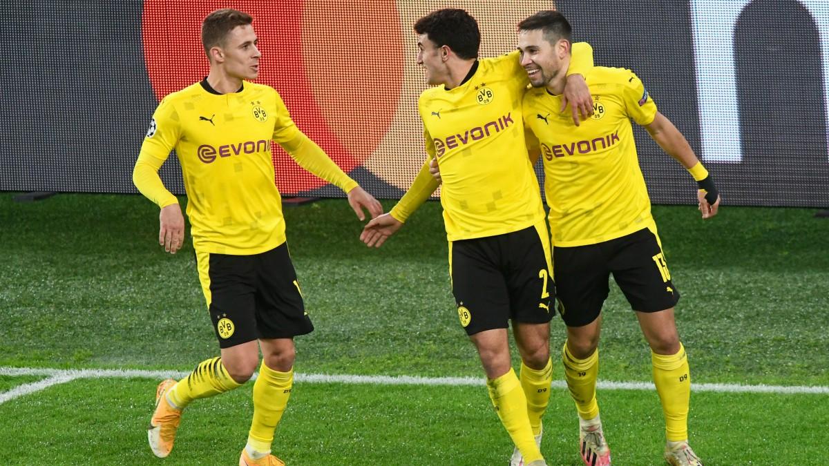 Los jugadores del Dortmund celebran un gol. (AFP)