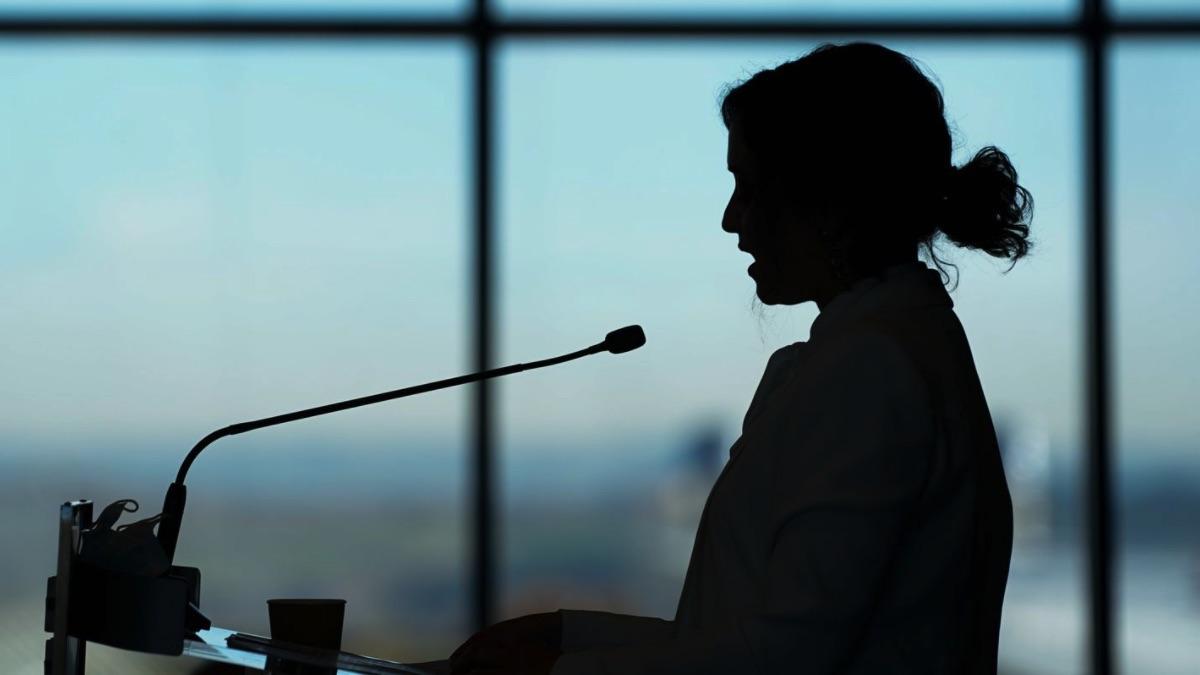 Isabel Díaz Ayuso, presidenta de la Comunidad de Madrid en el Hospital Isabel Zendal.