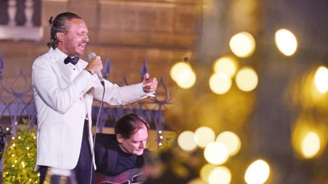El cantante Juan Peña canta este viernes y sábado en Torres Bermejas ¡y ya ha agotado las entradas!