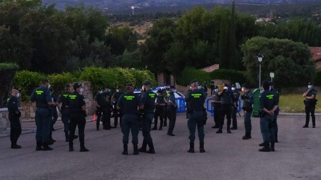 galapagar Imagen de archivo de medio centenar de guardias civiles y policías nacionales frente al casoplón de Pablo Iglesias. (Foto: OKDIARIO)
