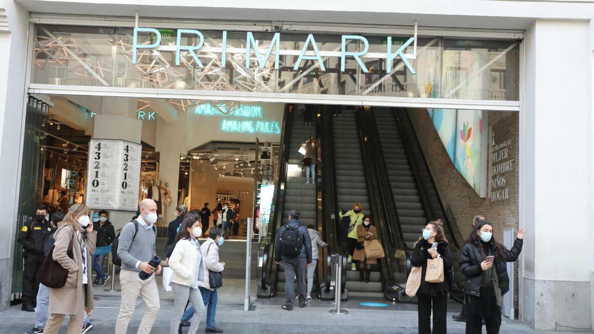 Primark redujo sus ventas un 40% en su primer semestre y cifra el impacto del Covid en 1.276 millones