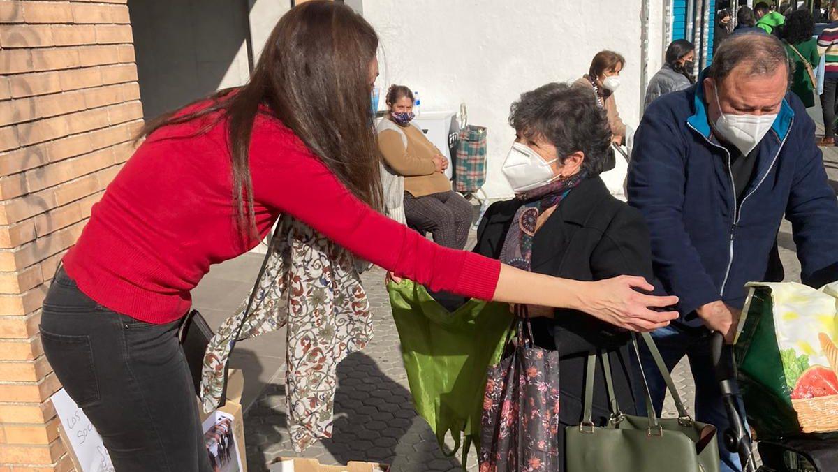 Vox Sevilla lanza una campaña en Sevilla de recogida de alimentos.