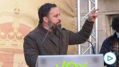El líder de Vox, Santiago Abascal, este domingo en un acto en la plaza de Sant Jaume por el Día de la Constitución.