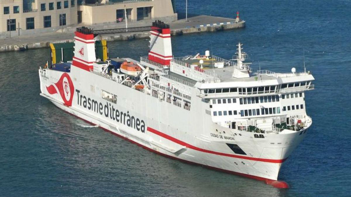 El buque 'Ciudad de Mahón' es una de las embarcaciones que Armas Trasmediterránea ha vendido a la naviera italiana Grimaldi para operar en Baleares.