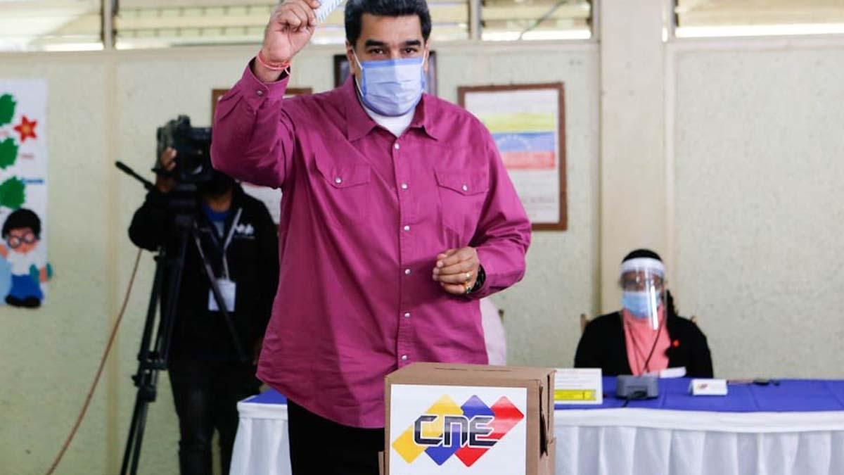 Nicolás Maduro deposita su voto este 6 de diciembre de 2020. Foto: EP