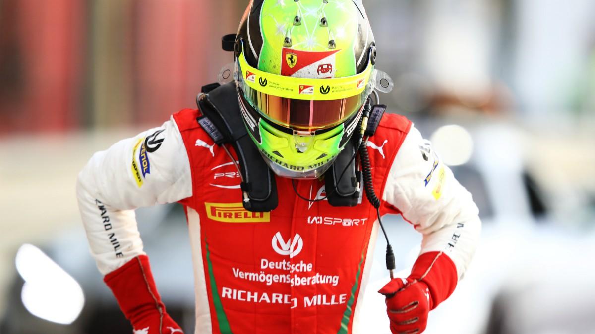Mick Schumacher celebra su coronación como campeón de la F2. (Getty)