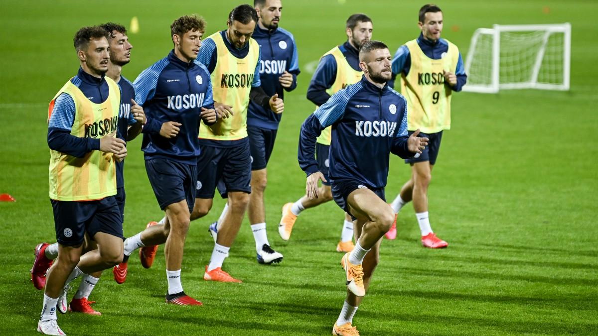 La selección de Kosovo, en un entrenamiento reciente. (AFP)