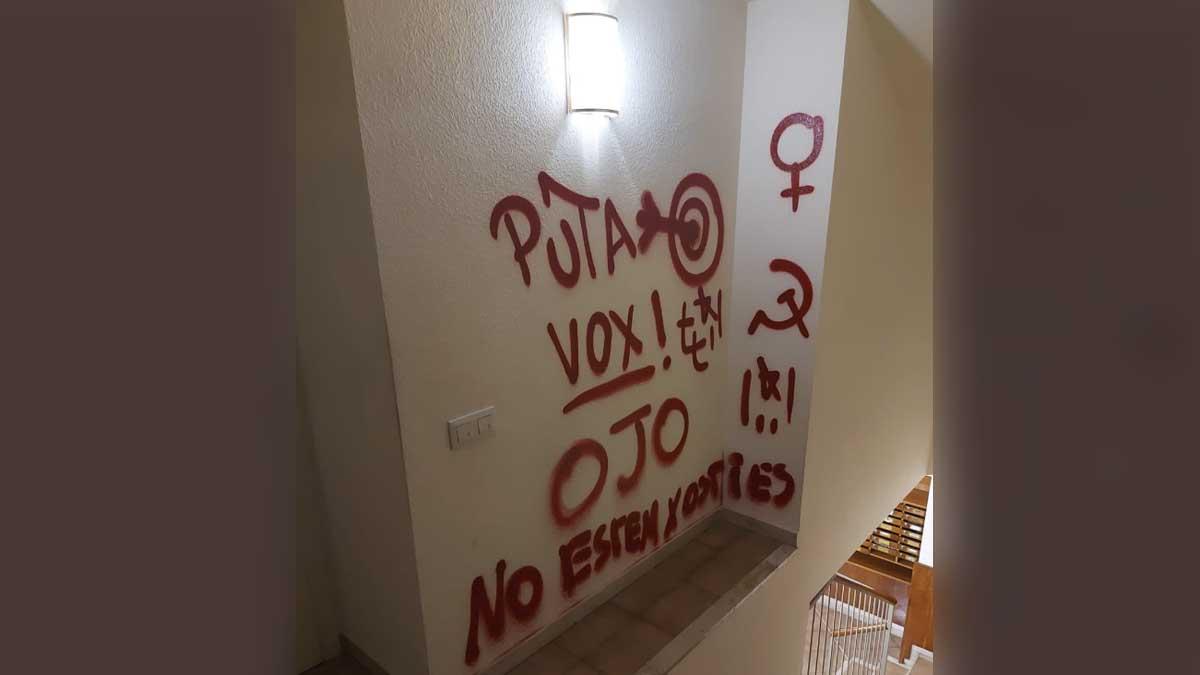 Pintadas en la sede de Vox en Gerona.