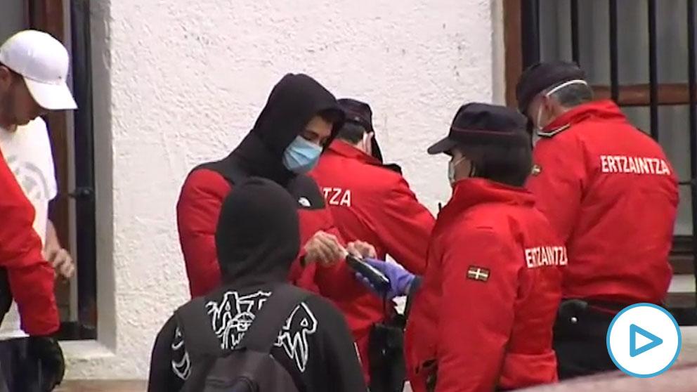 67 jóvenes montan una fiesta ilegal en un convento de Vizcaya.
