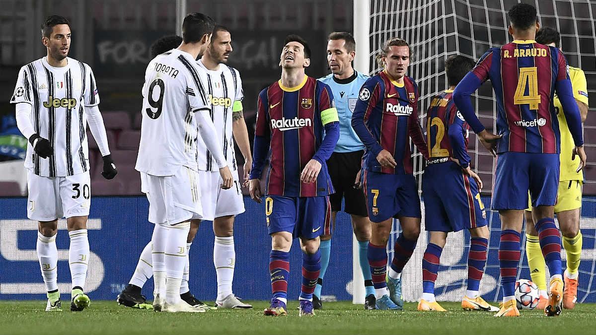 Messi mira al cielo tras encajar un gol en el Barcelona-Juventus. (AFP)